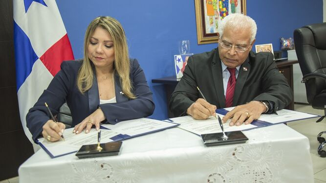 Moisés Veliz es juramentado y asume el cargo como director del Inadeh