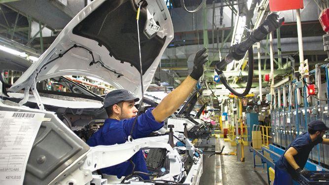 China bajará impuesto a los autos de EU