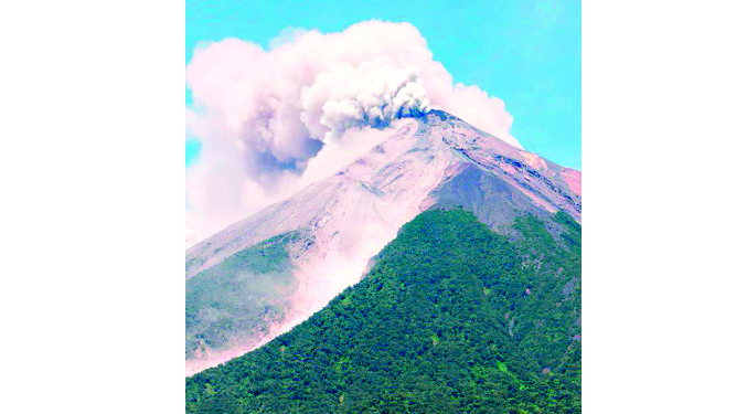 Ceniza volcánica amenaza a guatemaltecos