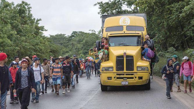 Migrantes avanzan por Veracruz rumbo a Estados Unidos