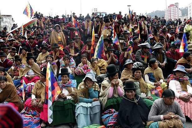 'Que vuelva Evo', grita una enardecida multitud aymara en La Paz
