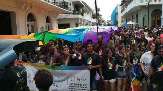 Realizan marcha del orgullo en el Casco Antiguo