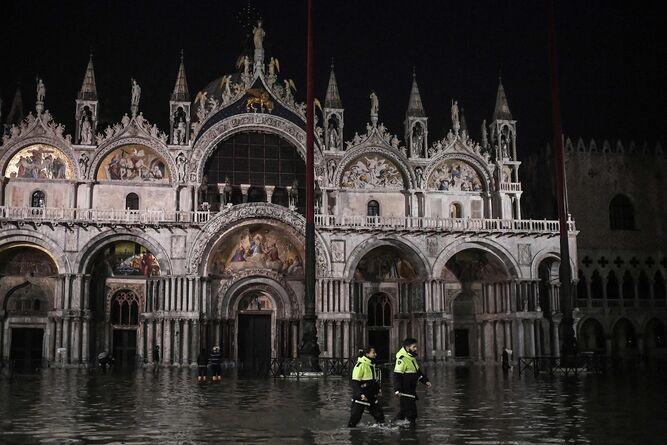 Venecia afectada por una marea alta histórica