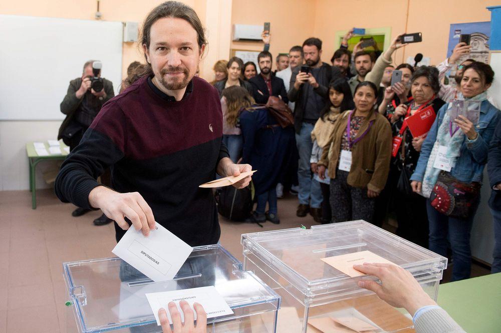 Una España dividida vota con la vista en la ultraderecha