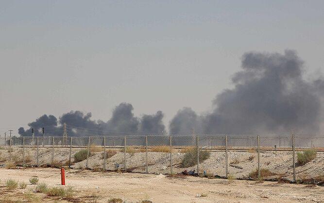 Drones de rebeldes yemeníes atacan instalaciones petroleras en Arabia Saudita