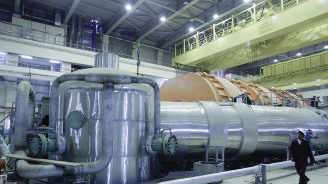 Irán enriquece uranio por encima del límite permitido