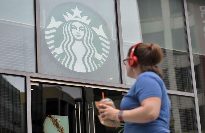 Starbucks crece a menor ritmo ante disputa comercial