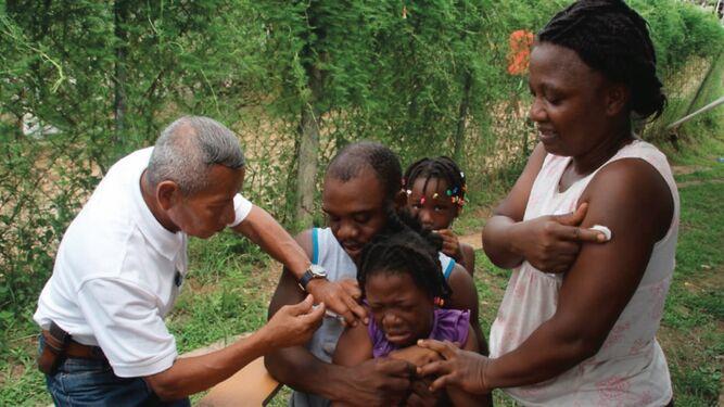 Migrantes del albergue La Peñita reciben atención médica durante gira de salud del Minsa y la Cruz Roja