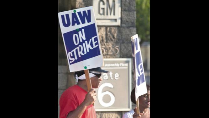Alza salarial distancia a GM y trabajadores