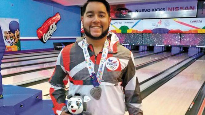 Donald Lee gana plata para Panamá en bolos