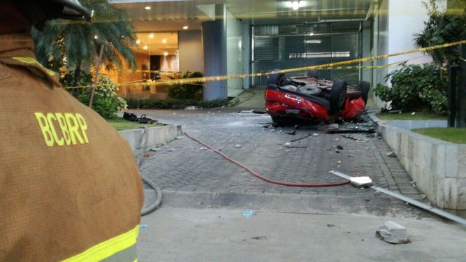 Tres personas mueren al caer vehículo del PH Breeze en Costa del Este