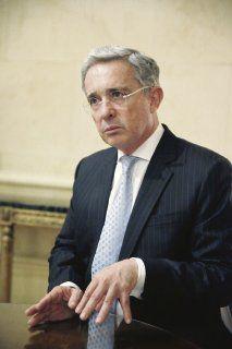 Uribe propuso a las FARC negociar la paz