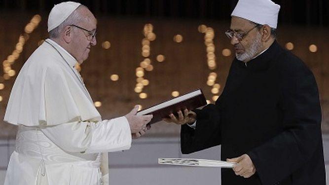 El papa y el imán de Al-Azhar piden fraternidad y libertad de creencias en Abu Dabi