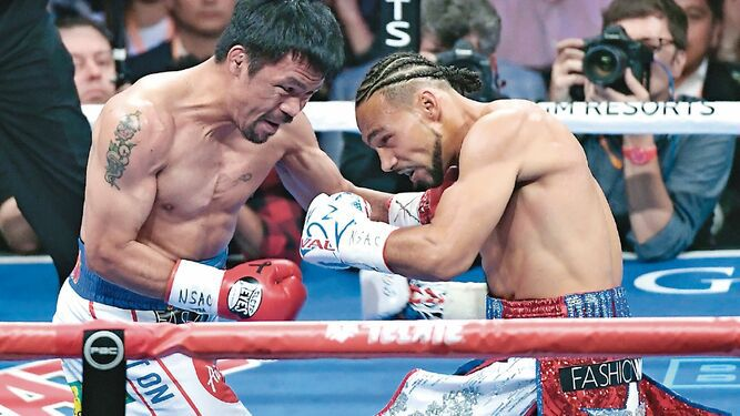 Pacquiao vence a Thurman y captura cetro