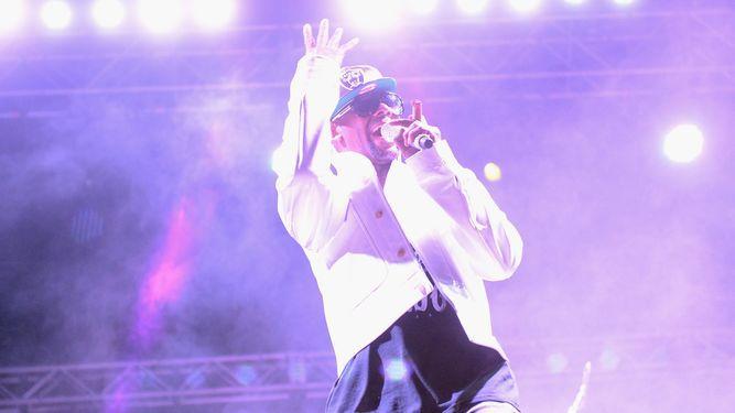 Cantante R. Kelly se declara inocente y permanece en prisión