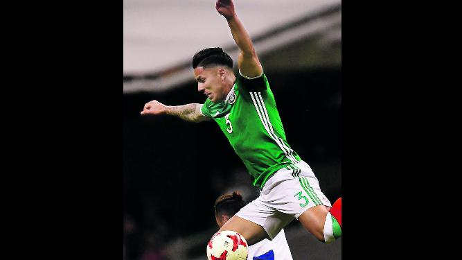 Salcedo irá al fútbol alemán con el Eintracht