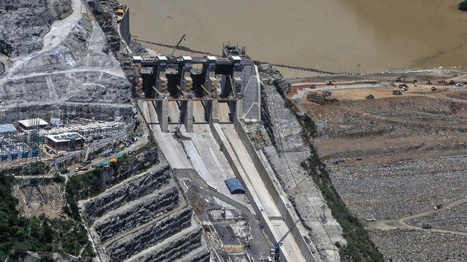 Lluvias aumentan riesgo de colapso de hidroeléctrica