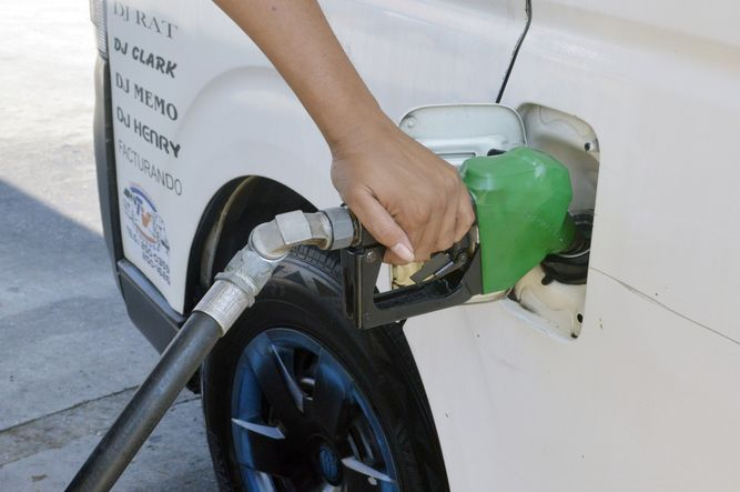Presentan proyecto para aumentar impuesto al combustible