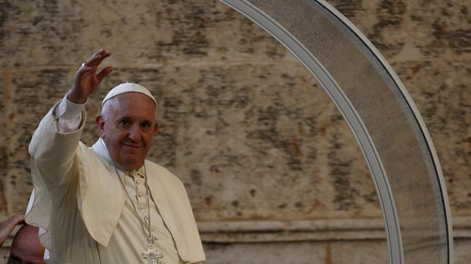 Papa arranca gira por interior de Cuba antes de ir a EU