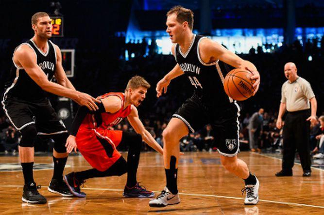 López carga con los Nets para frenar a Hawks