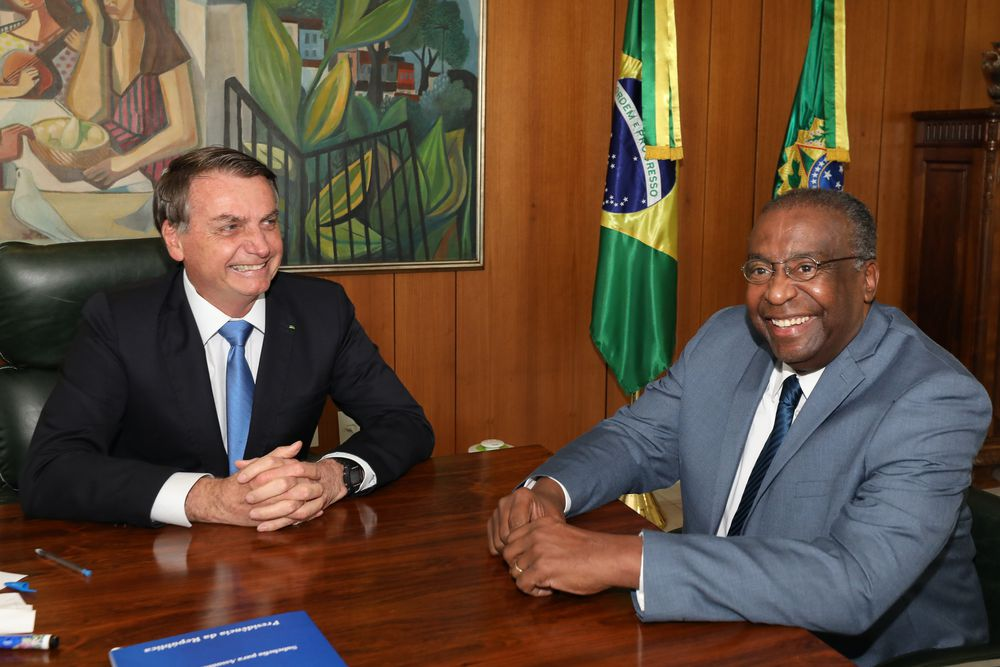 Ministro de Educación de Brasil dimite antes de asumir por mentir en su curriculum