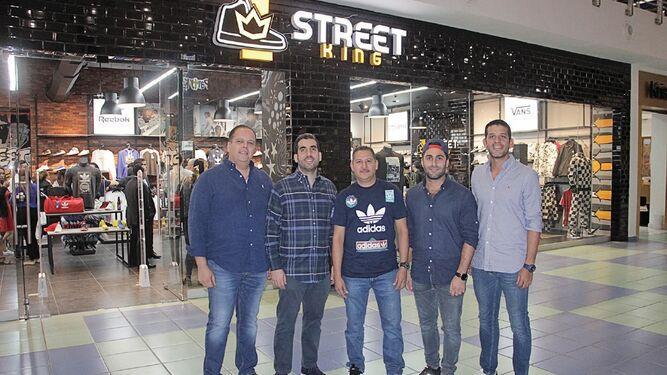 Celebración de la apertura de la nueva tienda Casual y Urbana Street King