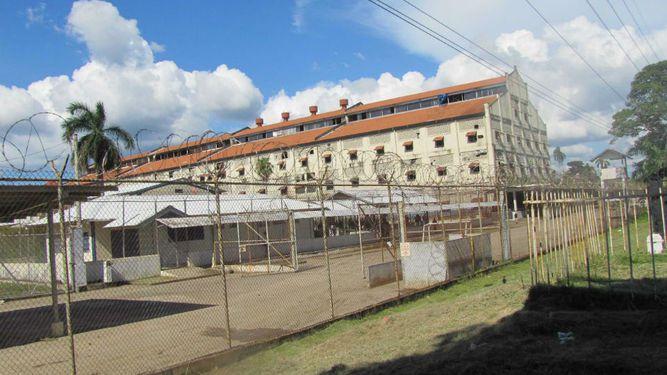 Asesinan a tiros a un detenido dentro de  la cárcel de Nueva Esperanza en Colón