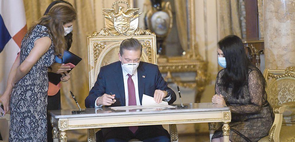 Rosario Turner deja el Gabinete en medio de la crisis por la pandemia