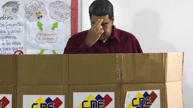 Venezolanos eligen presidente en una de las peores crisis de su historia