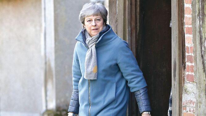 Theresa May busca recuperar control en semana crucial