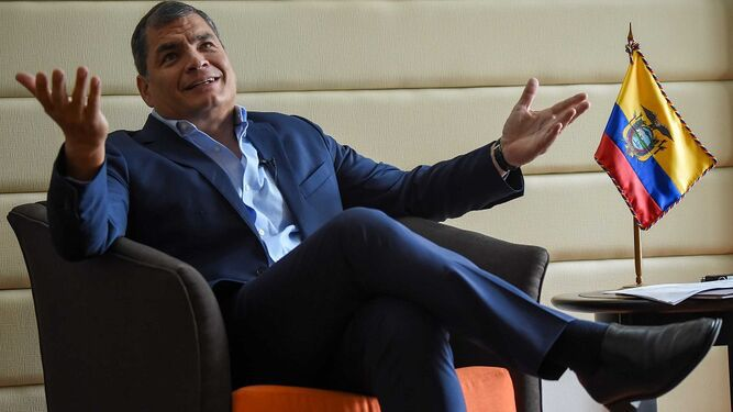 Expresidente Correa pide adelantar elecciones en Ecuador ante 'grave conmoción social'