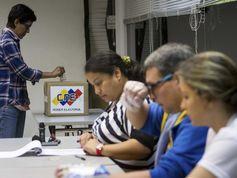 Venezolanos acuden a las urnas para renovar a la Asamblea Nacional