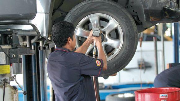 Alza en mantenimiento de autos