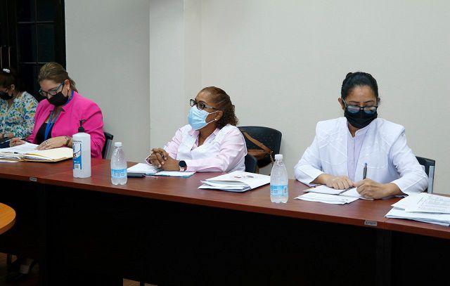 Esta semana continuará diálogo con enfermeras sobre pago de sobresueldos
