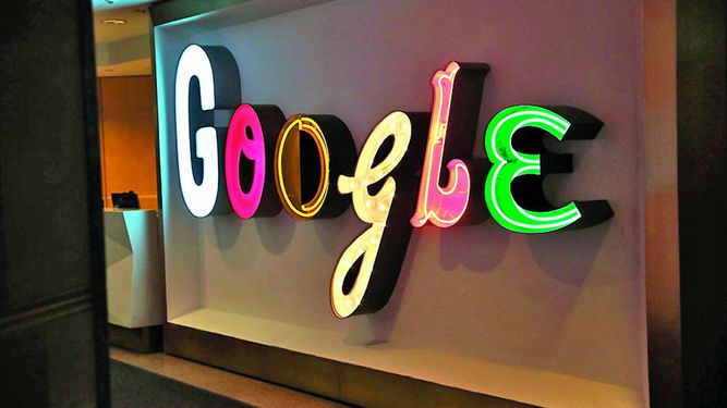 Francia investigaría a Google y Facebook