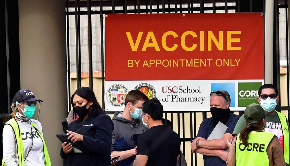 Vacunados pueden reunirse sin mascarilla, según las autoridades sanitarias estadounidenses
