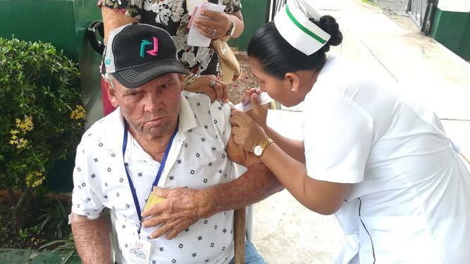 Ministro de Salud insta a la población a colocarse la vacuna contra la influenza