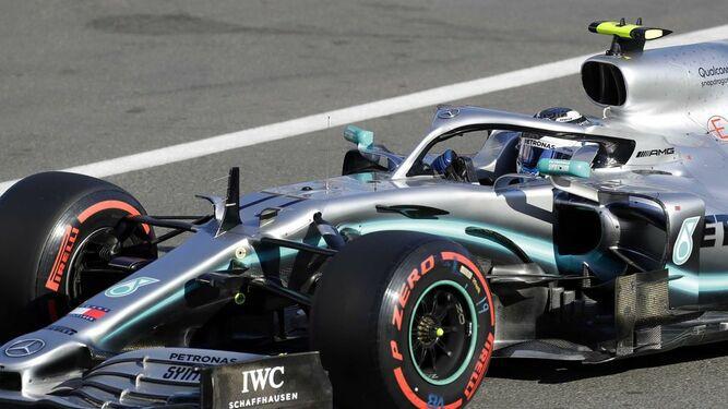 F1: Bottas gana la 'pole' en Azerbaiyán