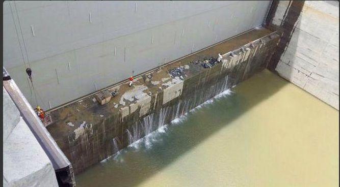 Vídeo revela que nueva esclusa del Canal de Panamá tiene filtraciones y no retiene el agua
