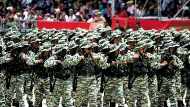 Maduro pide al Ejército bolivariano estar alerta