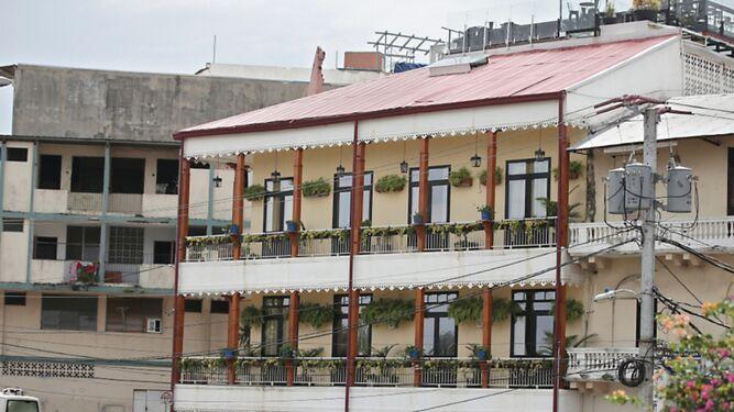 Casa Lola, multado con $100 mil por operar sin permisos