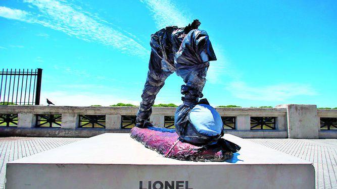 Decapitan estatua de Messi en Argentina