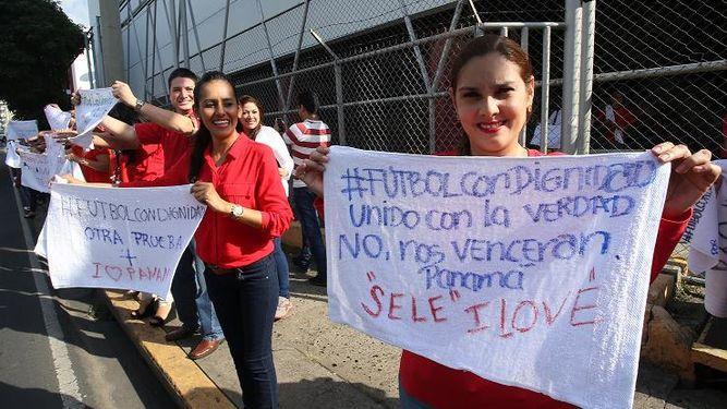 'Fútbol con dignidad' una campaña de Corprensa