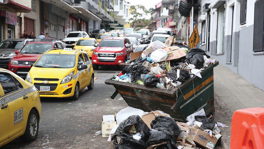 Basura se toma varias áreas de la capital en diciembre