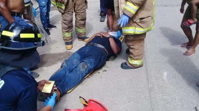 Un herido tras caída de losa de caserón en Colón