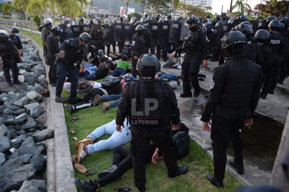 Detienen a 27 personas por protestas contra la corrupción y restricciones en bono