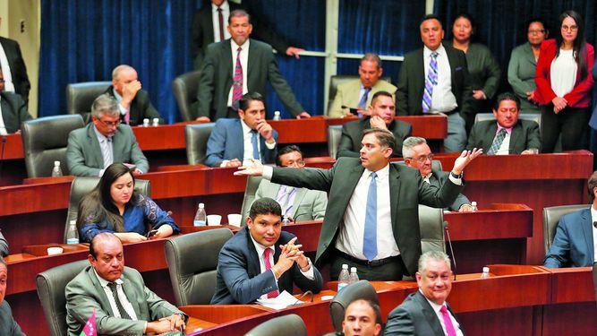 Pugnas frenan el debate legislativo