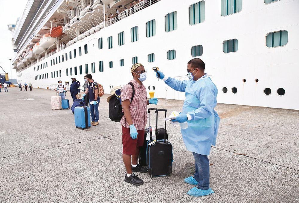 Más de  5,200 en cambio de tripulación y repatriados