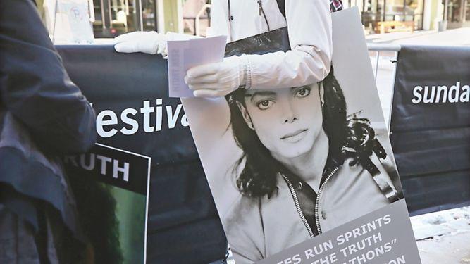 Los acusadores de Michael Jackson son ovacionados