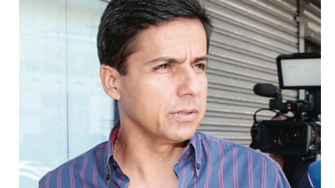 Fiscalía imputa cargos y ordena detención de exministro Suárez